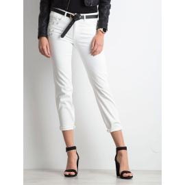 Białe jeansy damskie z aplikacją